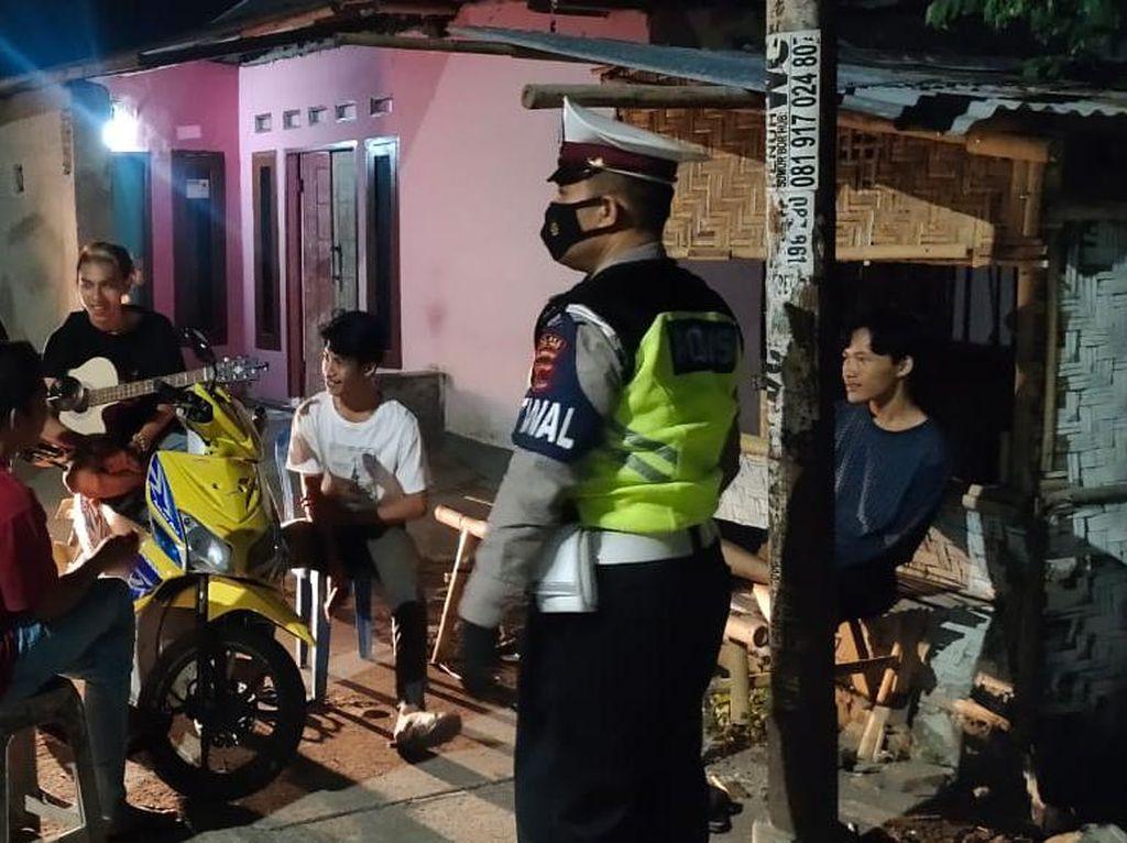 Polres Lombok Barat Pantau Prokes di Tempat Tongkrongan Malam