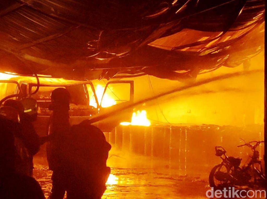 Gudang Plastik di Penjaringan Jakut Kebakaran, 6 Unit Damkar Dikerahkan