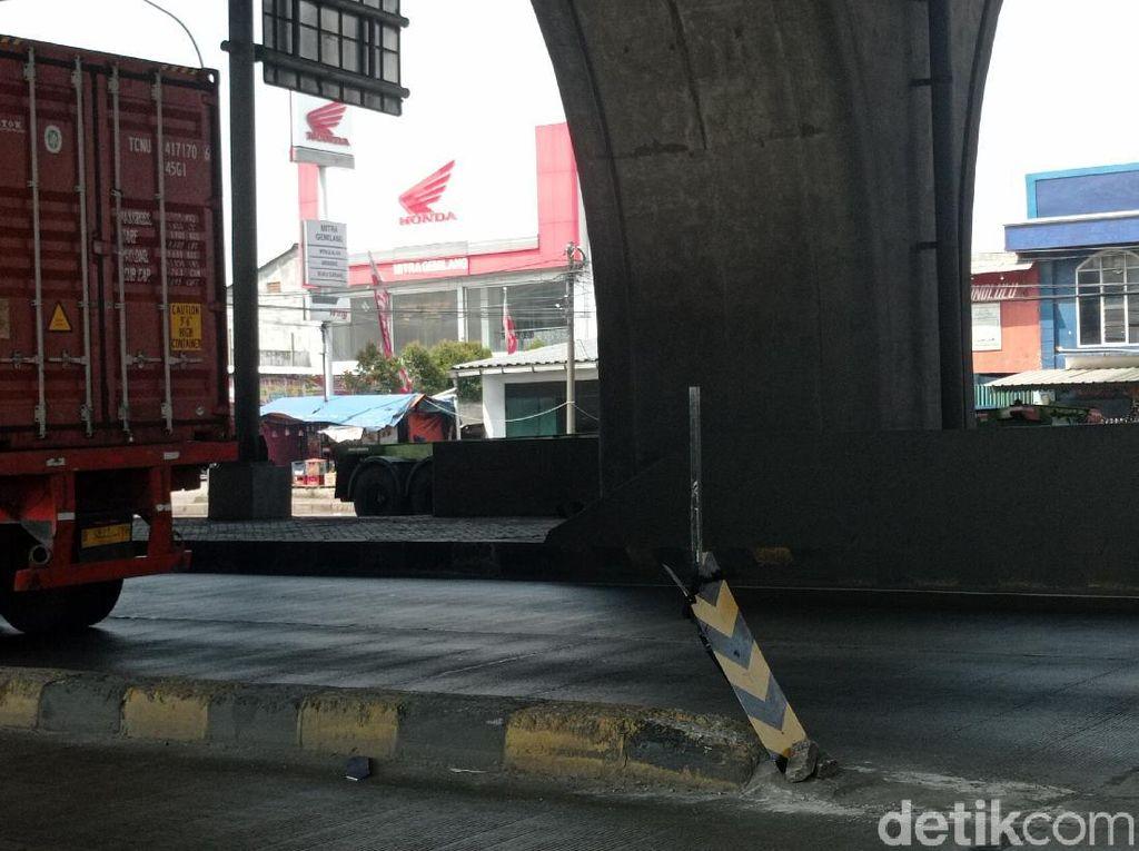 Dinas Bina Marga Segera Perbaiki Rambu Pembatas di Cilincing yang Rusak