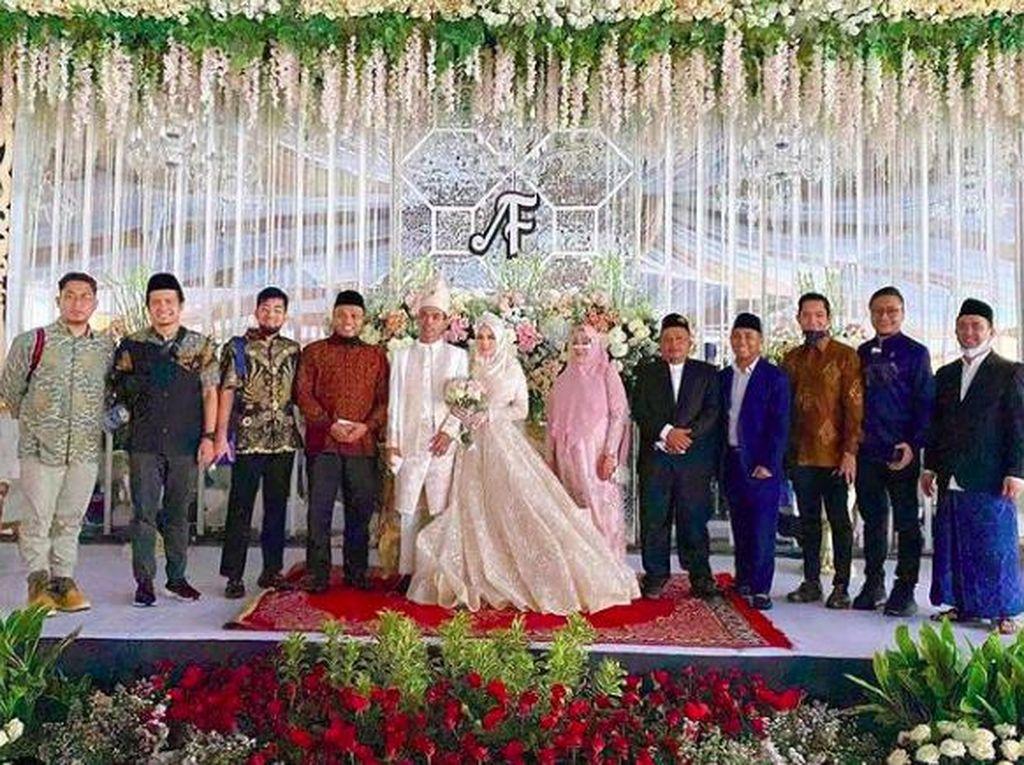 Arie Untung Bagikan Momen Resepsi Pernikahan UAS dengan Fatimah Az Zahra