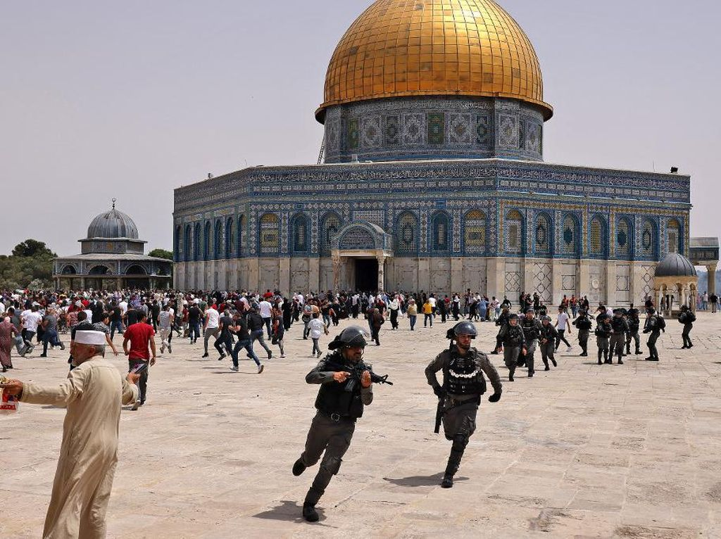 21 Orang Luka dalam Bentrokan Usai Salat Jumat di Masjid Al-Aqsa