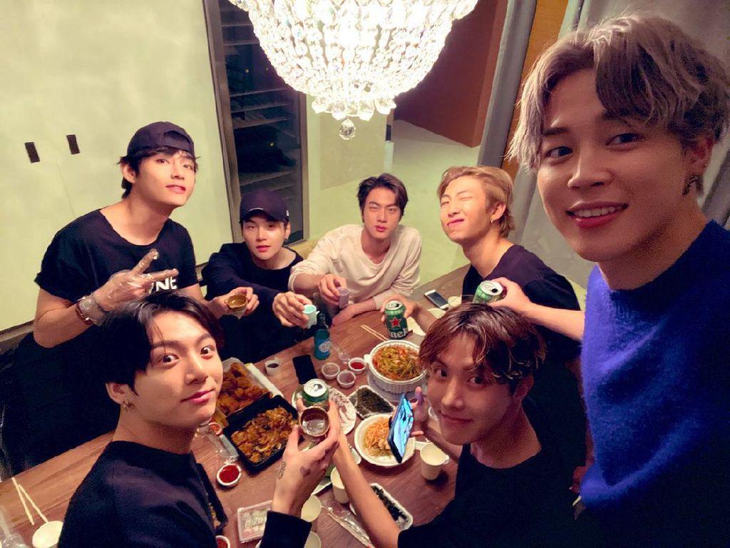 BTS Rilis Butter, Intip Momen Kompak Membernya Saat Makan Bareng