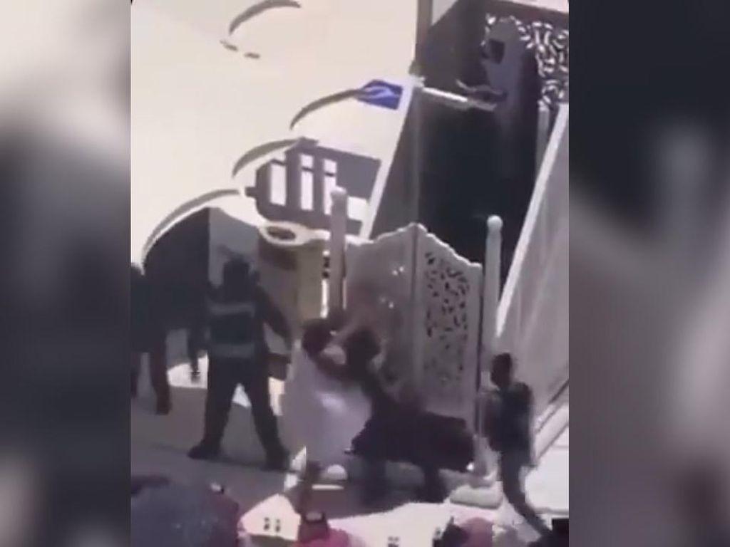 Detik-detik Pria Serang Khatib Salat Jumat di Masjidil Haram