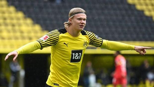 Dortmund's Norwegian forward Erling Braut Haaland celebrates the 1-0 during the German first division Bundesliga football match Borussia Dortmund vs Bayer Leverkusen, in Dortmund on May 22, 2021. (Photo by Ina FASSBENDER / POOL / AFP) / DFL REGULATIONS PROHIBIT ANY USE OF PHOTOGRAPHS AS IMAGE SEQUENCES AND/OR QUASI-VIDEO