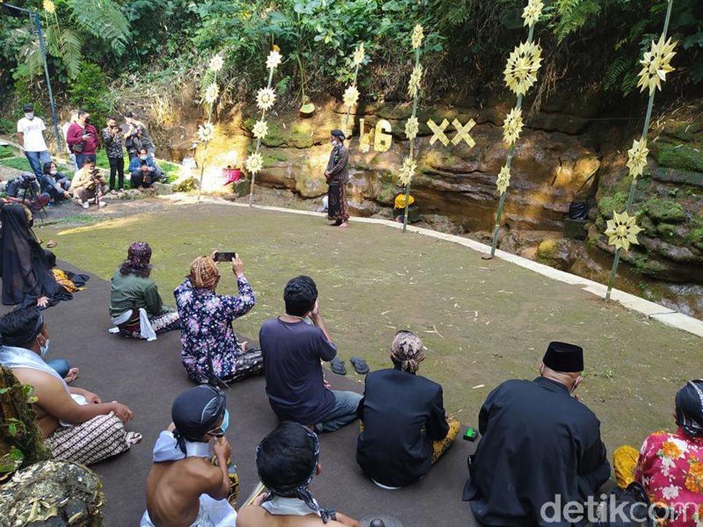 Foto Ritual Pembukaan Festival Lima Gunung di Gunung Merbabu