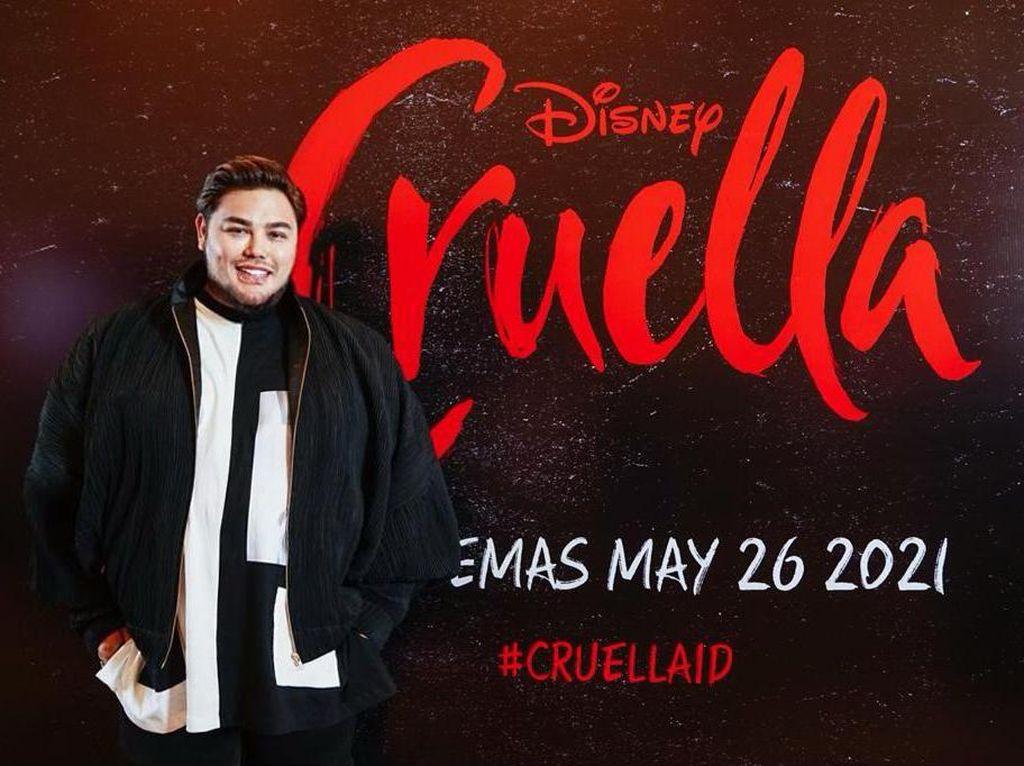 Kolaborasi Bareng Disney, Ivan Gunawan Rancang Gaun ala Cruella