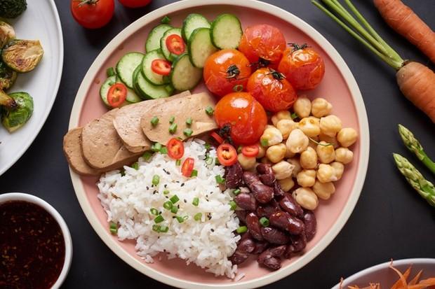 Menjelang pernikahan, tetaplah mengonsumsi makanan sehat.
