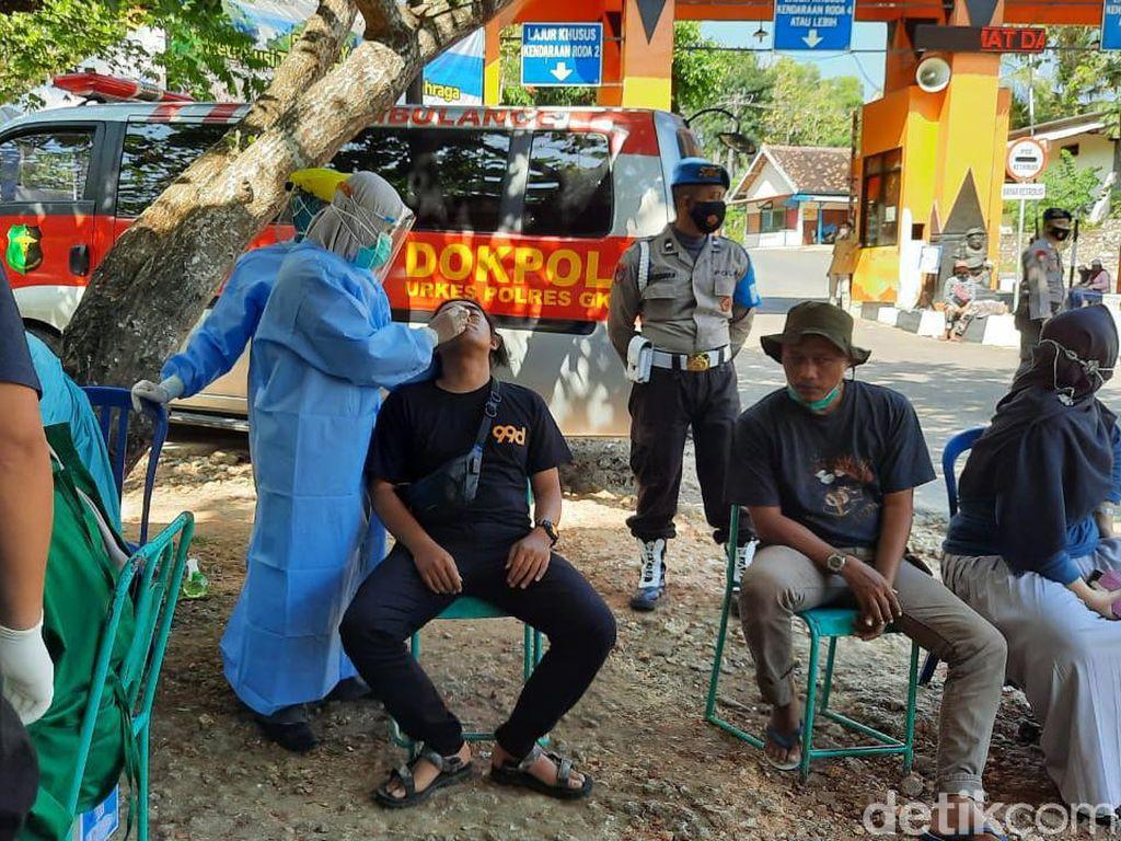 Tes Antigen 100 Wisatawan di Pantai Baron, 2 Orang Positif