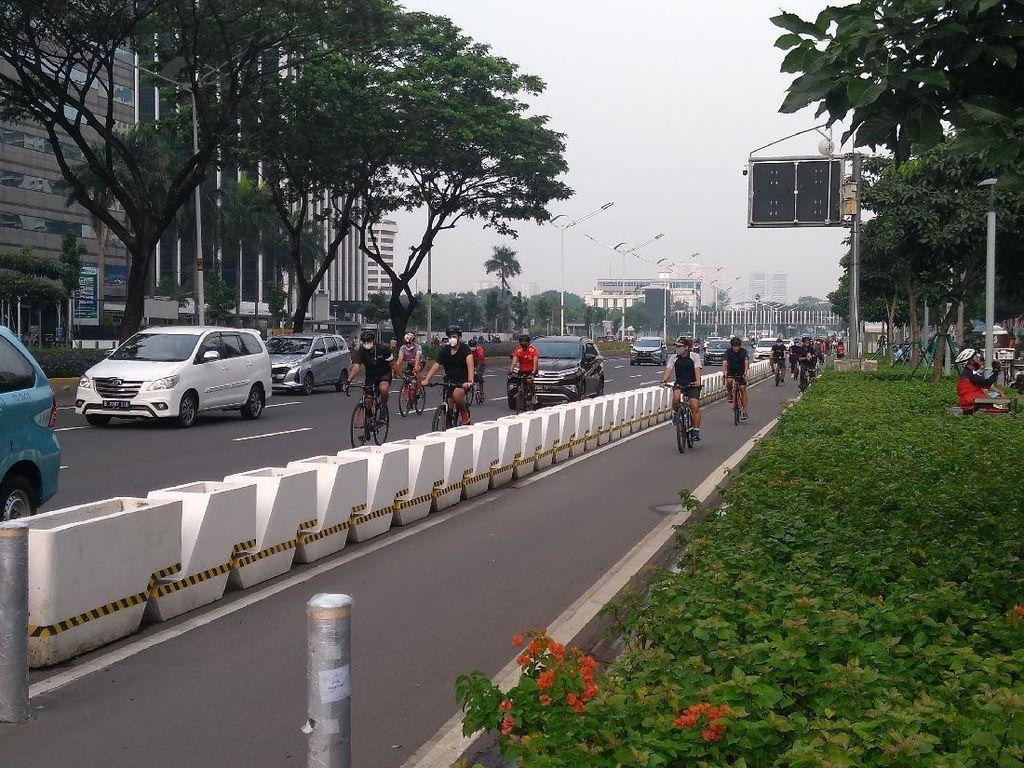 Top! Pesepeda di Sudirman-Thamrin Tertib Pakai Jalur Sepeda