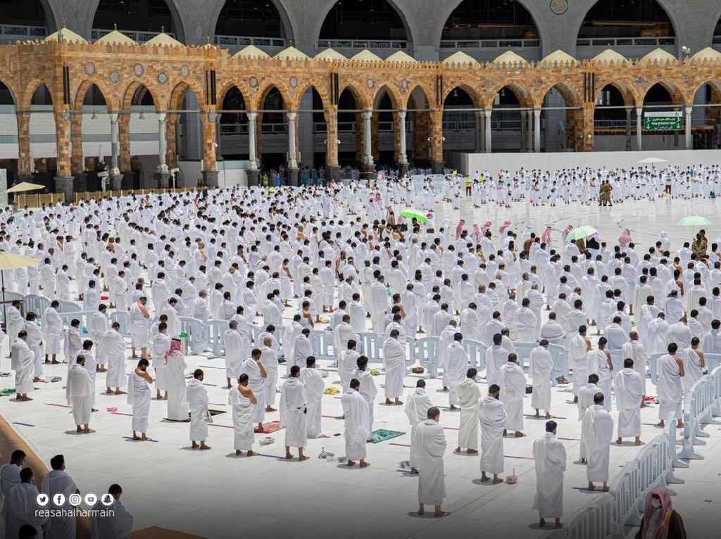 Suasana Salat Jumat di Masjidil Haram Usai Khatib Diserang