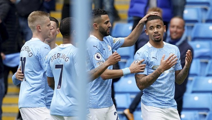 Manchester City's Gabriel Jesus , right, celebrates with teammates after scoring his side's second goal during the English Premier League soccer match between Manchester City and Everton at the Etihad stadium in Manchester, Sunday, May 23, 2021.(AP Photo/Dave Thompson, Pool)