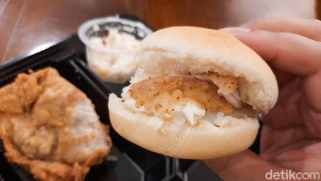 Cicip Menu Pertama KFC Indonesia, Ada Ayam Original hingga Dinner Roll