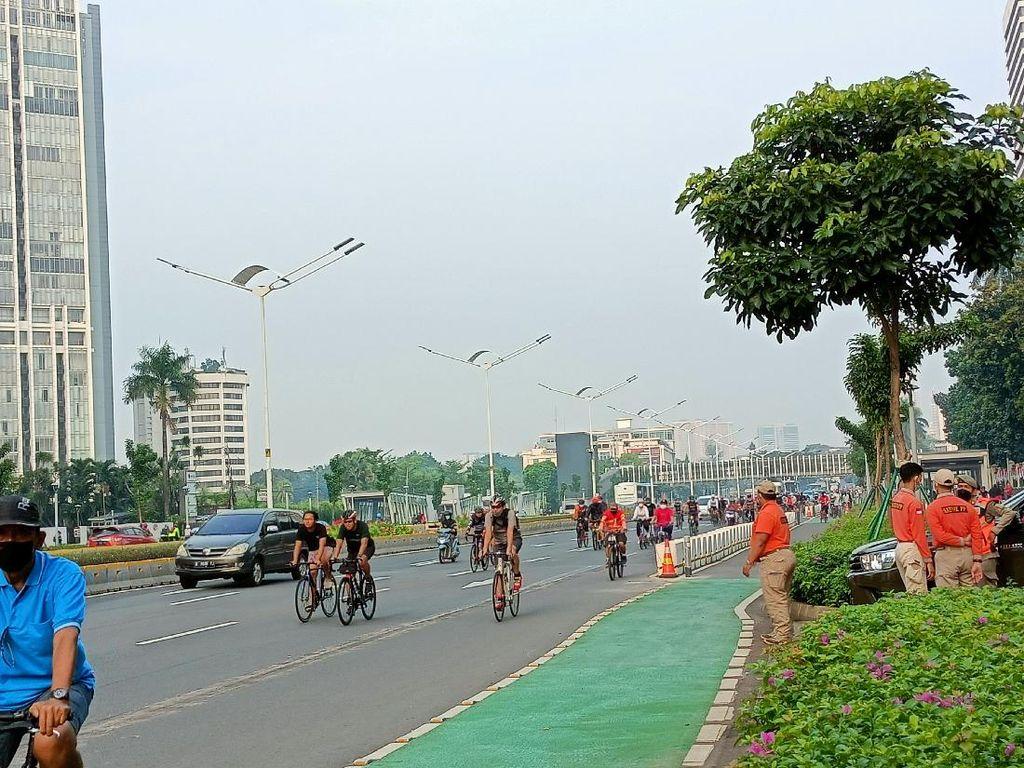 Masih Banyak Pesepeda yang Nekat Masuk Jalur Kanan!