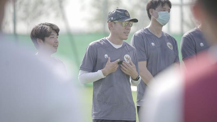 Latihan Timnas Indonesia di bawah komando Shin Tae-Yong, di JA (Jebel Ali) Sports Center and Shooting Club, Dubai, Uni Emirat Arab.