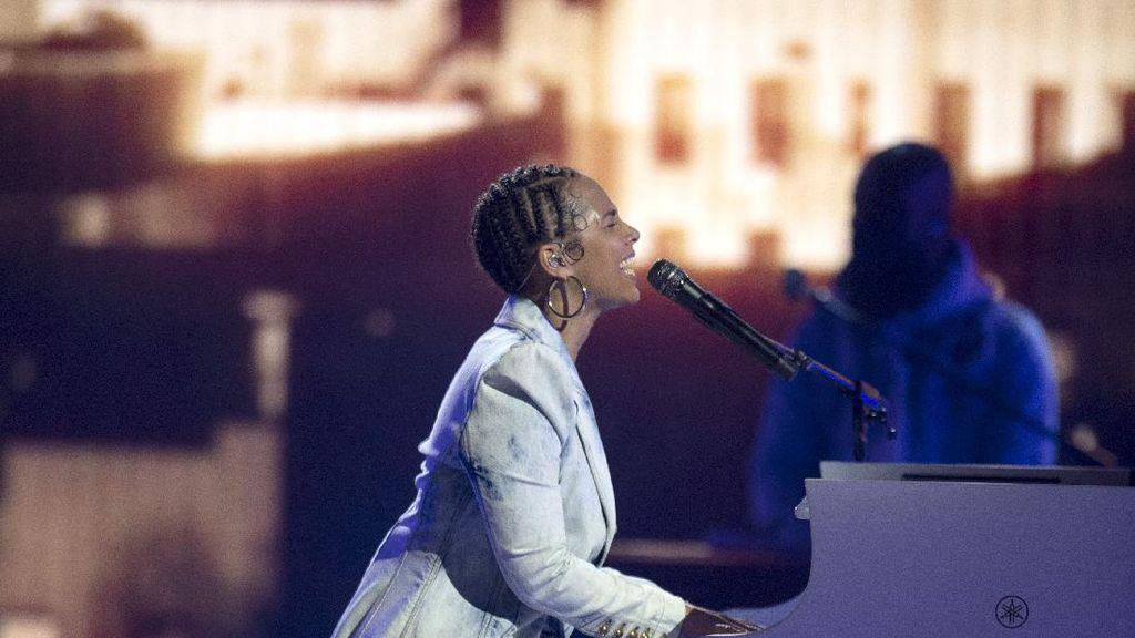 Panggung Soulful Alicia Keys di Billboard Music Awards 2021