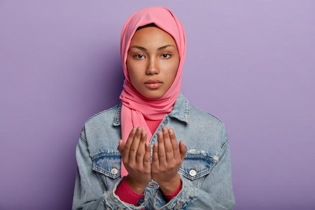 Berdoa akan membuat diri menjadi lebih tenang dalam menghadapi pernikahan.