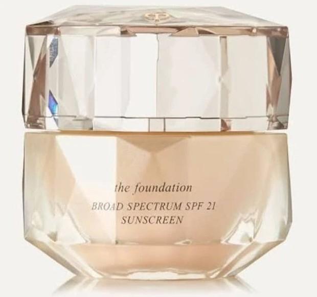 Clé De Peau The Foundation diklaim dapat memberikan dewy finish /tokopedia.com