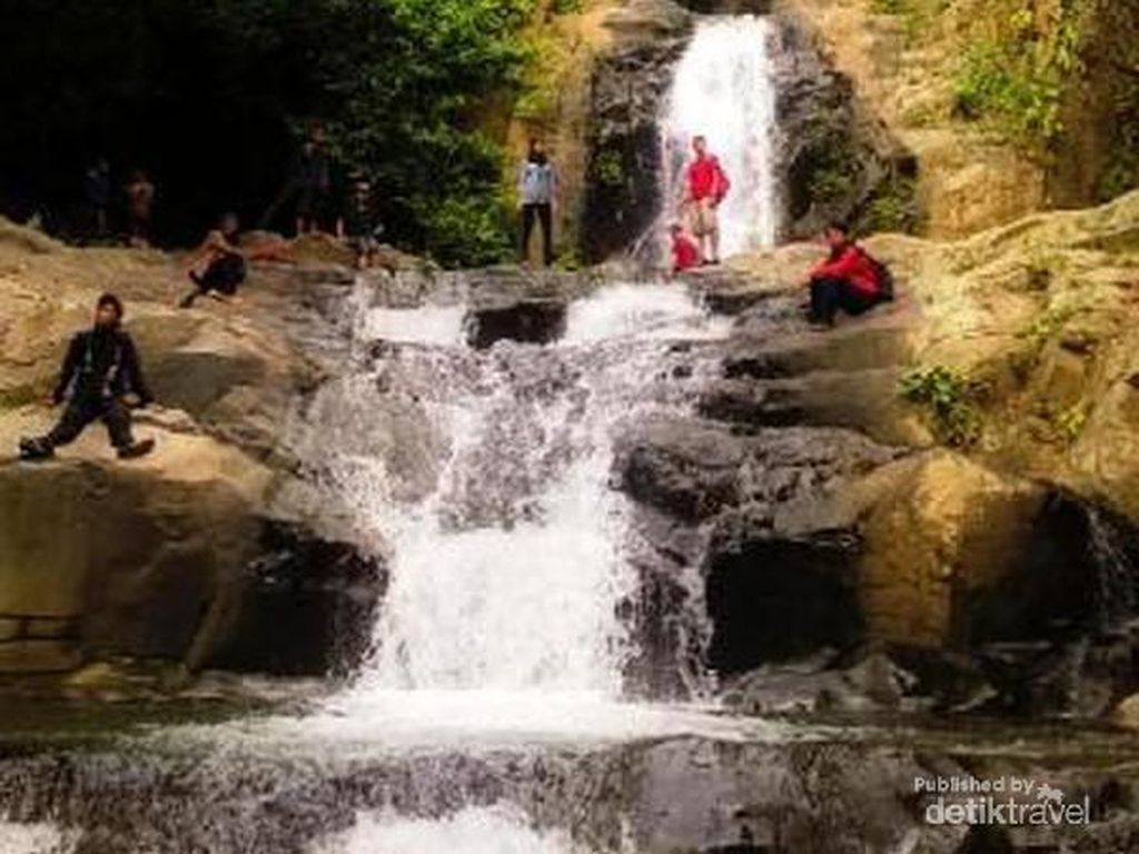 Curug Cilalay yang Indah di Perbatasan Karawang-Bogor