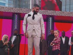 Drake Bawa Adonis yang Curi Perhatian di Billboard Music Awards