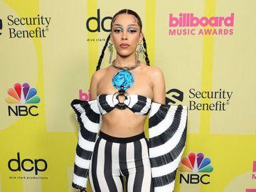 Foto: 7 Artis Berbusana Terburuk di Billboard Music Awards 2021