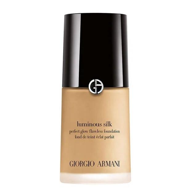 Giorgio Armani Luminous Silk Foundation memiliki kemampuan coverage light to medium/giorgioarmanibeauty-usa.com