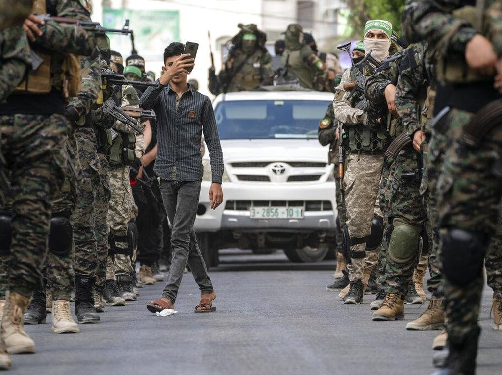 Hamas Pawai Unjuk Kekuatan Senjata di Jalur Gaza
