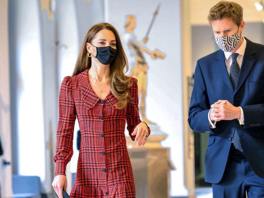 Biasa Pakai Perhiasan Mewah, Kate Middleton Pakai Anting Seharga Ratusan Ribu