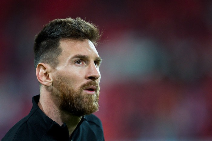BILBAO, SPAIN - OCTOBER 28:  Lionel Messi of FC Barcelona looks on prior to the start the La Liga match between Athletic Club Bilbao and FC Barcelona at San Mames Stadium on October 28, 2017 in Bilbao, Spain.  (Photo by Juan Manuel Serrano Arce/Getty Images)
