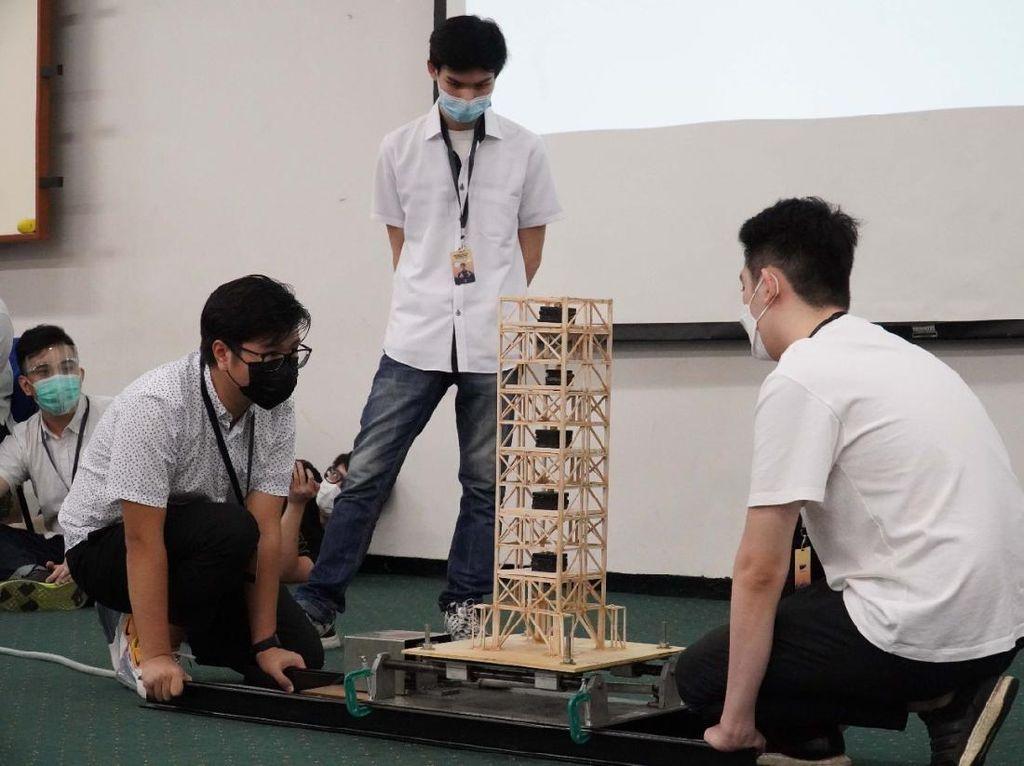 Mahasiswa UK Petra Bikin Kompetisi Bangunan Tahan Gempa