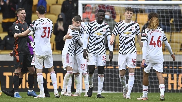 Manchester United players react after the English Premier League soccer match between Wolverhampton Wanderers and Manchester United at the Molineux Stadium in Wolverhampton, England, Sunday, May 23, 2021. (Andy Rain/Pool via AP)