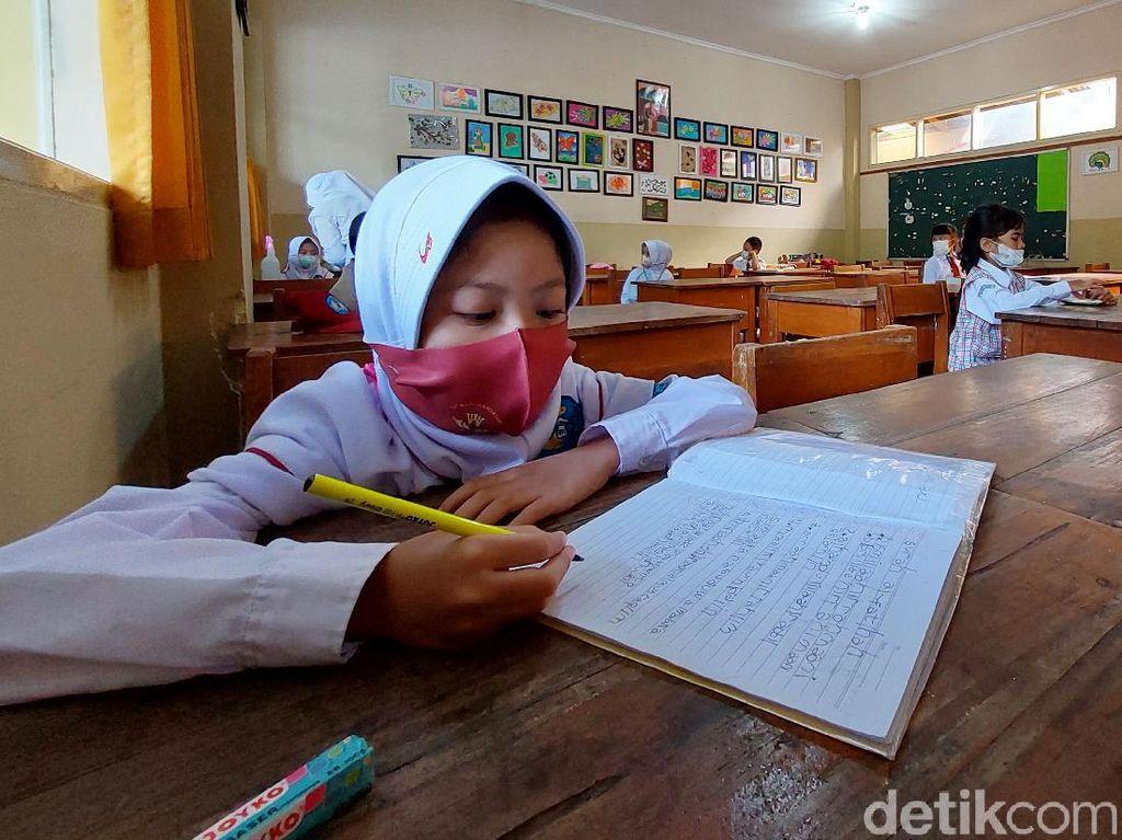 Nadiem Target Sekolah Tatap Muka Juli, P2G: Sulit karena Vaksinasi Guru Masih Lambat