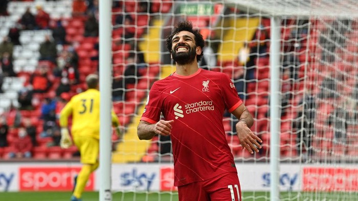 LIVERPOOL, ENGLAND - MAY 23: Mohamed Salah of Liverpool reacts after missing a chance on goal during the Premier League match between Liverpool and Crystal Palace at Anfield on May 23, 2021 in Liverpool, England. A limited number of fans will be allowed into Premier League stadiums as Coronavirus restrictions begin to ease in the UK. (Photo by Paul Ellis - Pool/Getty Images)