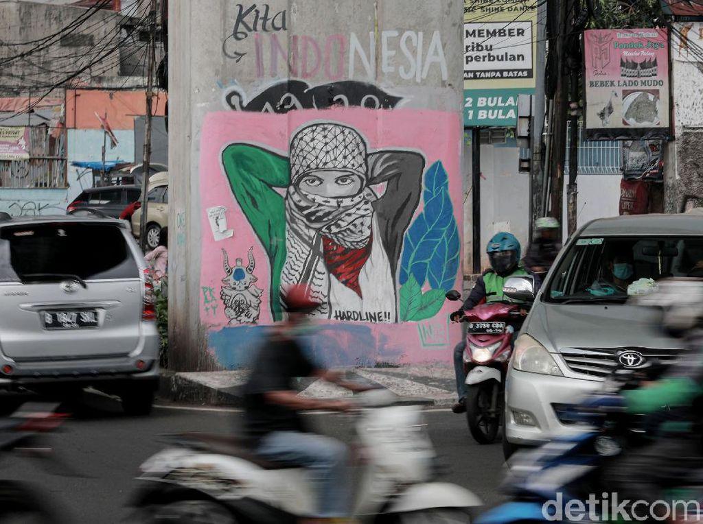 Mural Dukungan Palestina Mejeng di Jalanan Ciledug