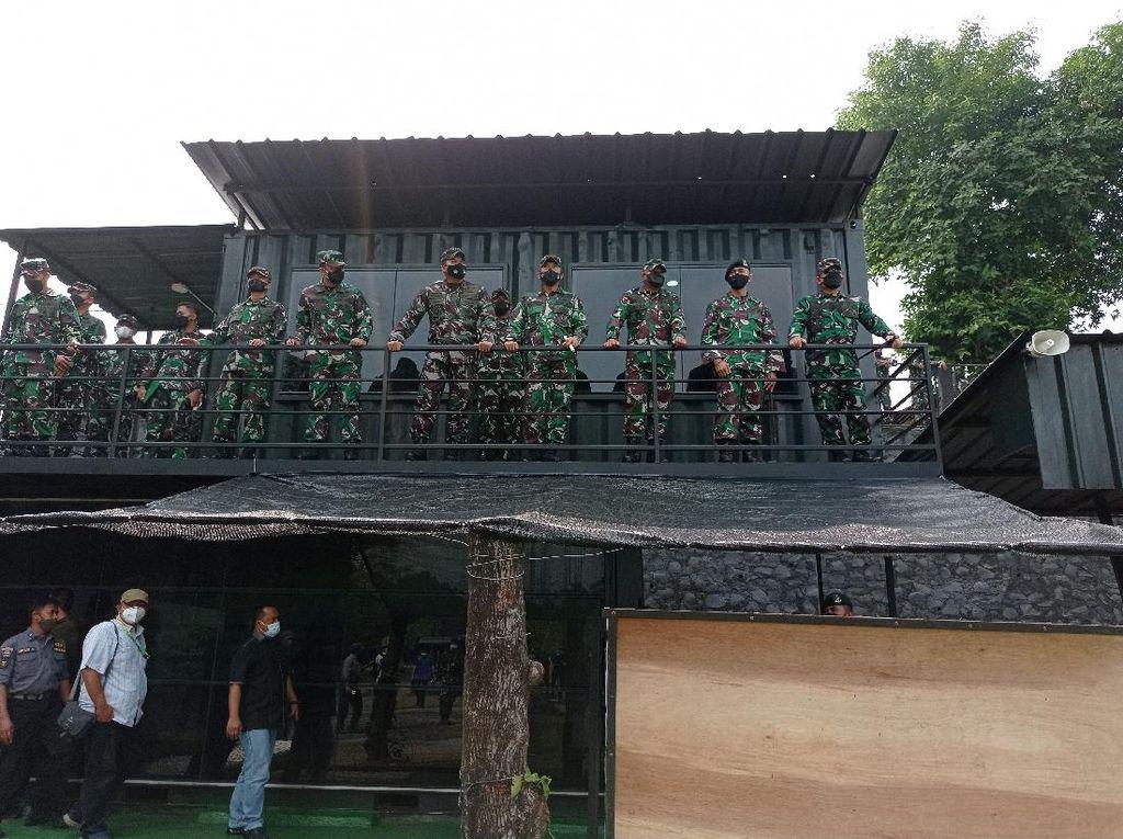 Pangdam Jaya Tinjau Latihan Pertempuran Prajurit di Yonif Mekanis 201/JY