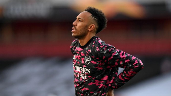 LONDON, ENGLAND - MAY 06: Pierre-Emerick Aubameyang of Arsenal warms up prior to the UEFA Europa League Semi-final Second Leg match between Arsenal and Villareal CF at Emirates Stadium on May 06, 2021 in London, England. Sporting stadiums around Europe remain under strict restrictions due to the Coronavirus Pandemic as Government social distancing laws prohibit fans inside venues resulting in games being played behind closed doors. (Photo by Shaun Botterill/Getty Images)