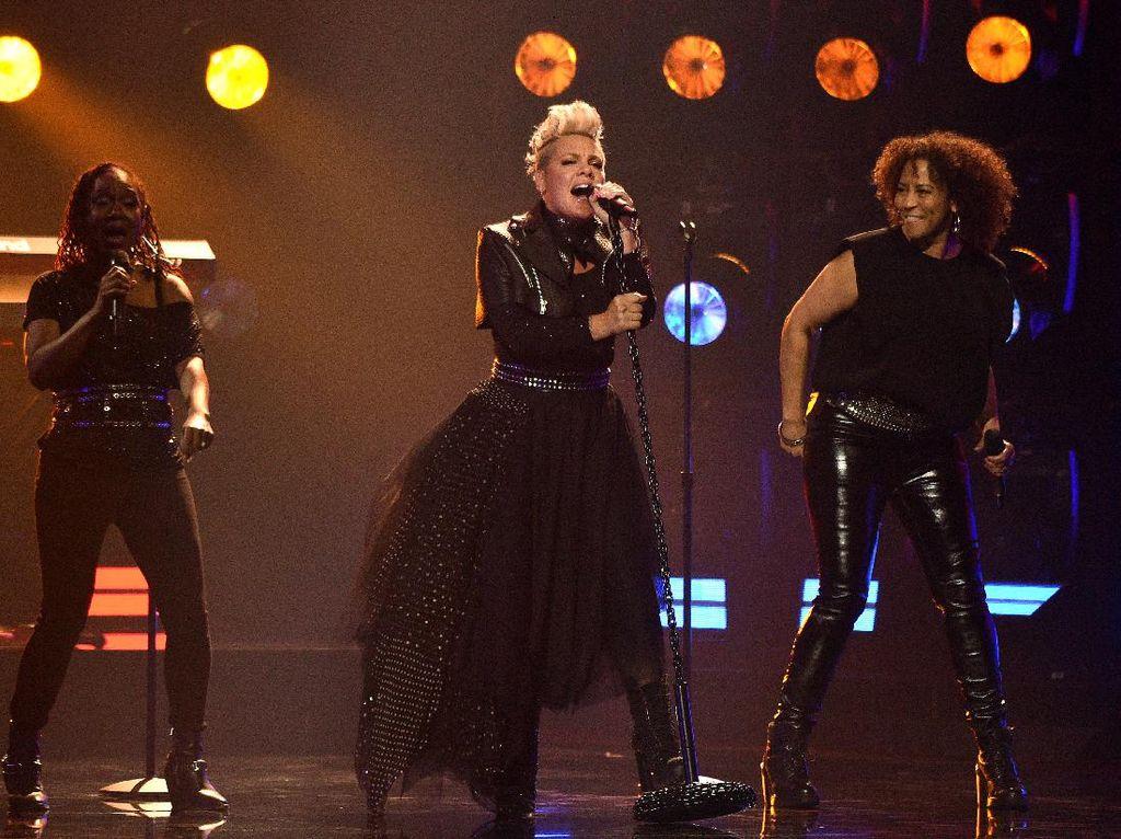 BBMA 2021 Lebih Meriah dari Grammy, Penonton Berkerumun Tanpa Jarak