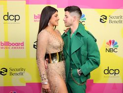 Mesranya Nick Jonas dan Priyanka Pandang-pandangan di Billboard Music Awards
