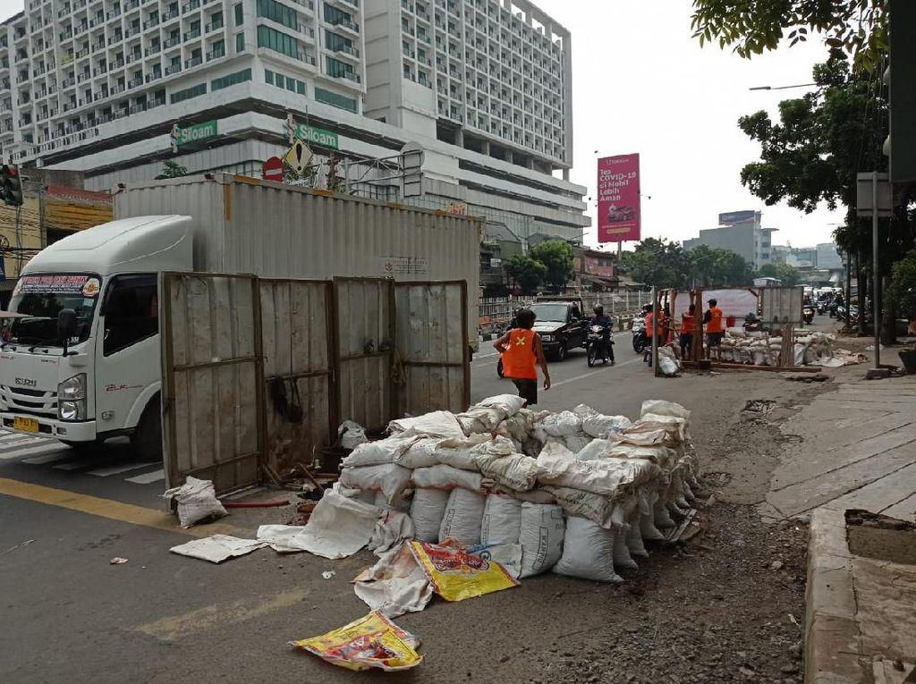 Proyek Manhole Belum Usai, Pinggir Jl Mampang Prapatan Digali Lagi
