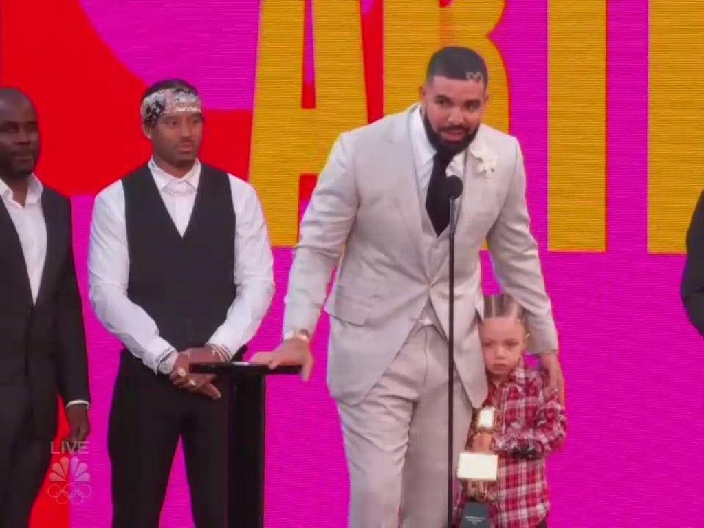 Drake Jadi Artist of the Decade di Billboard Music Awards 2021