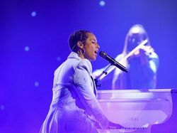 Penampilan Ciamik Alicia Keys Rayakan Dua Dekade Songs in A Minor