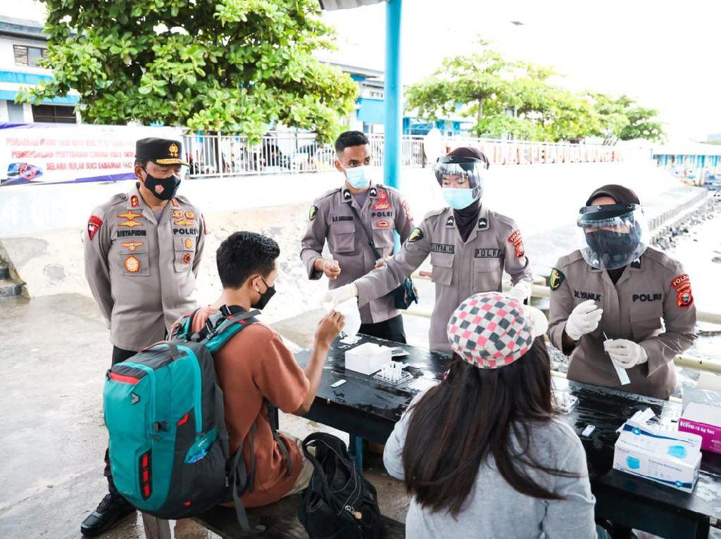 Kapolda Malut Turun ke Pelabuhan Semut, Cek Rapid Test Arus Balik