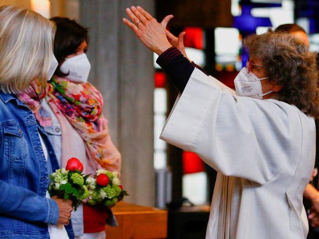 Katolik: Pembangkangan para romo di Jerman, berkati kaum homoseksual dan bolehkan pengkhotbah perempuan