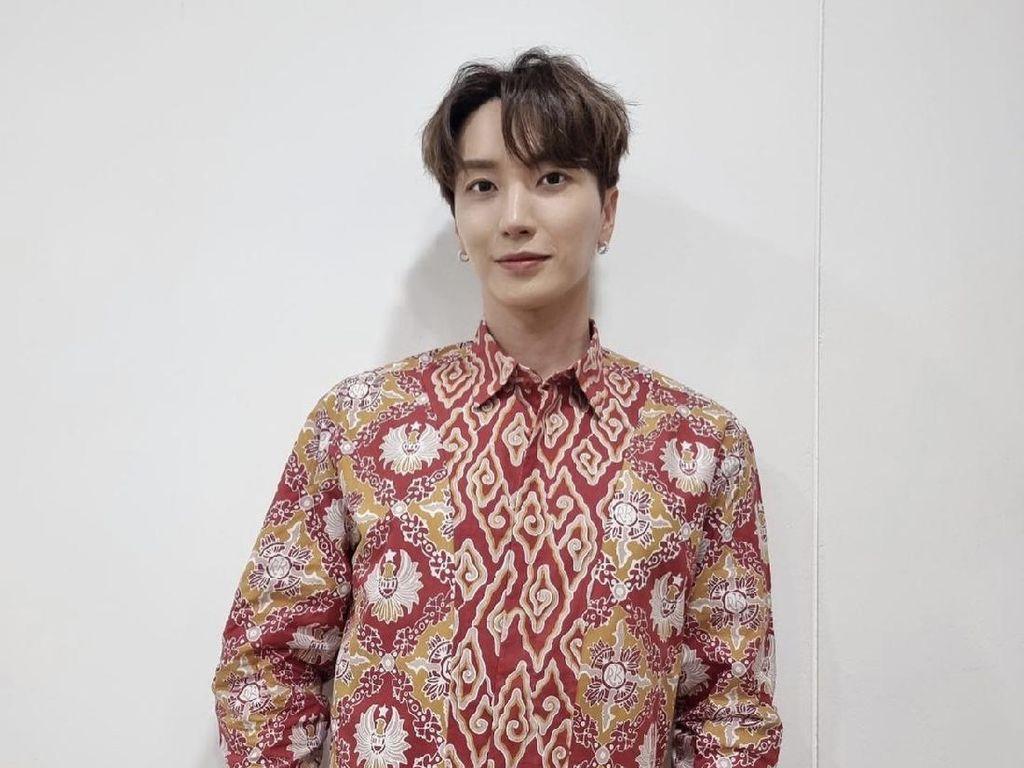 Melokal, Leeteuk dan Yesung Super Junior Pakai Batik Rancangan Ridwan Kamil