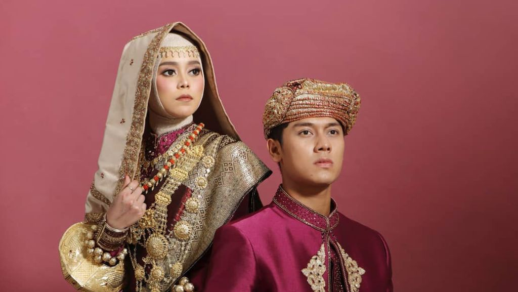 7 Potret Prewedding Lesti Kejora & Rizky Billar, Memukau dengan Adat Minang