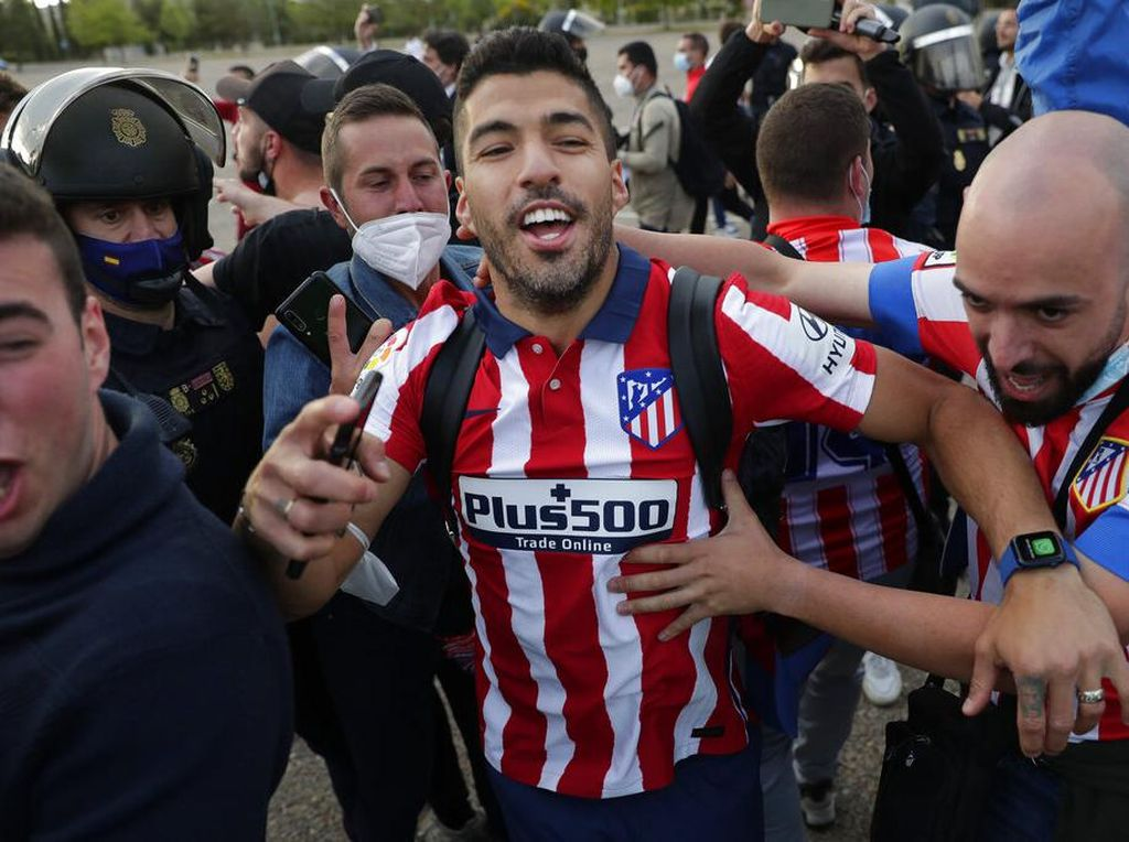 Atletico Juara LaLiga, Suarez Hampir Kirim Foto ke Bartomeu-Koeman