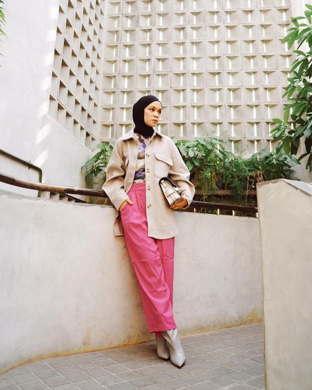 Pakaian dengan Warna Cerah