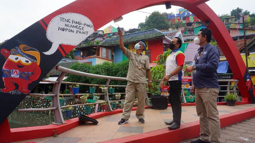 Destinasi Ikonik Kampung Pelangi Semarang Bersolek Percantik Diri