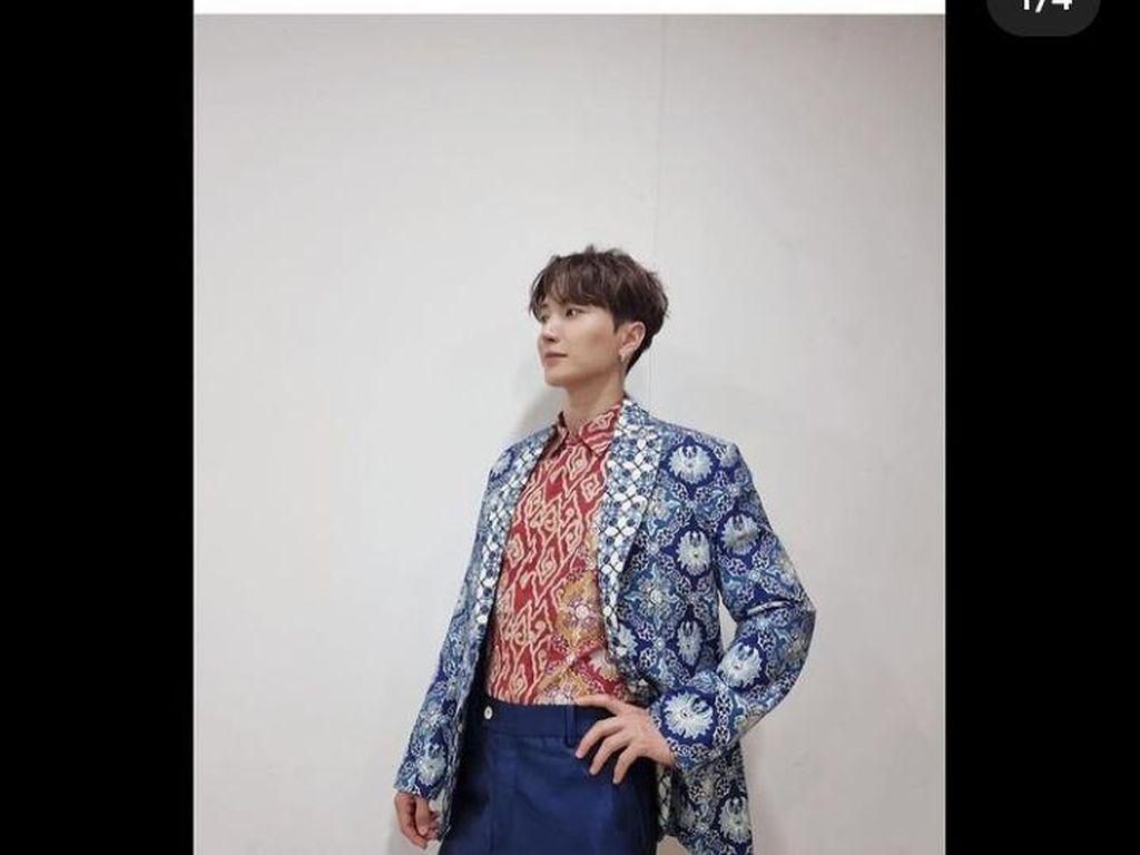 Heboh Member Super Junior Pakai Batik Rancangan Ridwan Kamil
