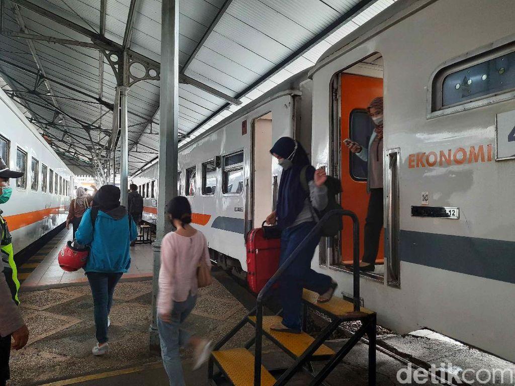 31.857 Penumpang Kereta Datang ke Daop 8 Surabaya Usai Masa Larangan Mudik