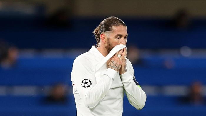 LONDON, ENGLAND - MAY 05: Sergio Ramos of Real Madrid looks dejected after conceding their second goal during the UEFA Champions League Semi Final Second Leg match between Chelsea and Real Madrid at Stamford Bridge on May 05, 2021 in London, England. Sporting stadiums around Europe remain under strict restrictions due to the Coronavirus Pandemic as Government social distancing laws prohibit fans inside venues resulting in games being played behind closed doors. (Photo by Clive Rose/Getty Images)